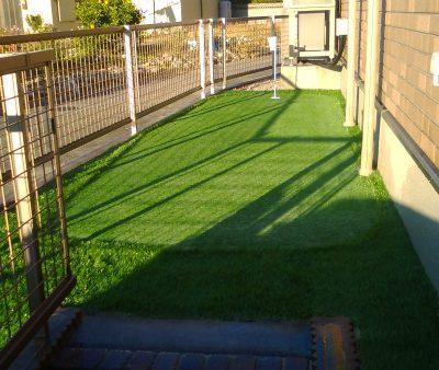 人工芝の庭をサンホームズが施工