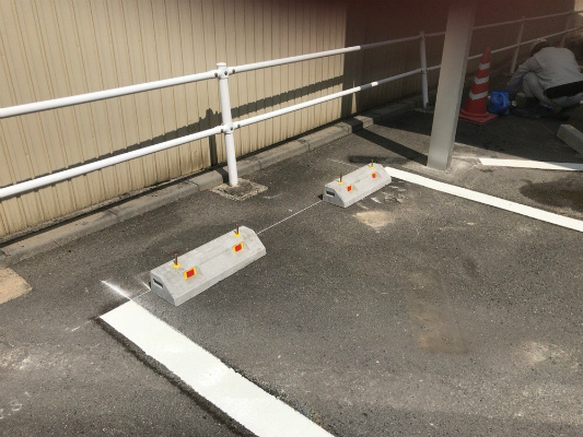 駐車場の車止め|岡崎市・幸田町で外構・エクステリア・庭の設計施工を手掛けるサンホームズ