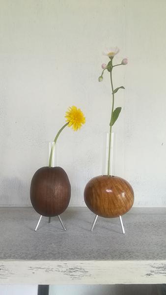 一輪挿しの花器で花のある生活を紹介する岡崎市・幸田町でエクステリア・お庭などの外構工事をてがけるサンホームズ