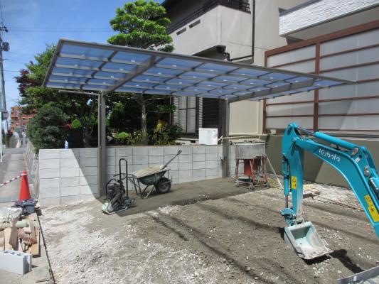 岡崎市で外構工事のポリカーボネート板のカーポート工事をしたサンホームズの現場画像