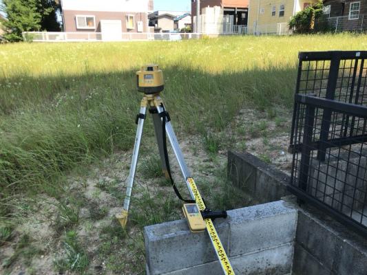 岡崎市・幸田町で外構・エクステリア・庭の設計施工を手掛けるサンホームズが土地の現地調査で使用する機械