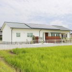 幸田町のエクステリア屋サンホームズが西尾で手掛けた外構、平屋に彩を添えるシンプルなオープン外構
